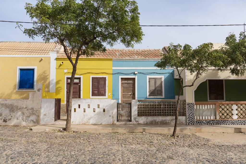 Straat in Boa Vista, Kaapverdië in het dorpje Fundo Das Figueiras