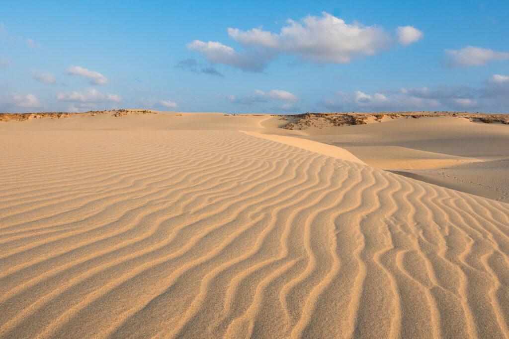 Woestijn en duinen bij het strand Praia de Chaves, Boa Vista Kaapverdië