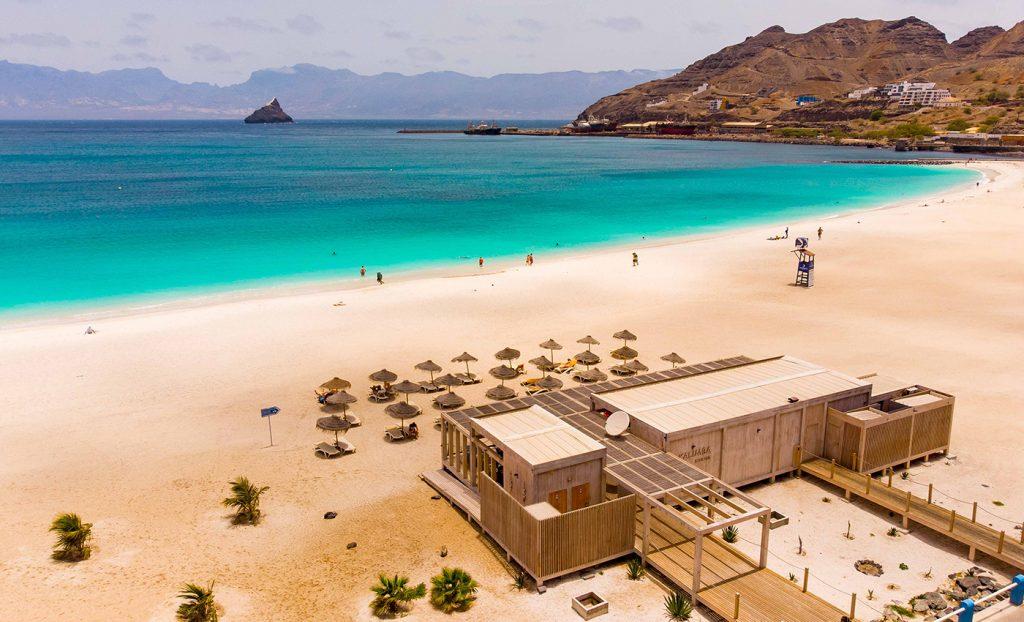 Hotel Oasis Porto Grande Sao Vicente beachclub strand zee