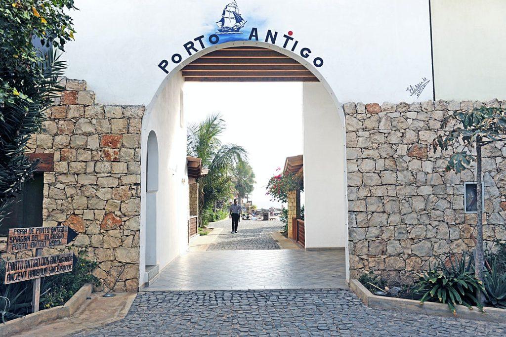 Hotel Porto Antigo Sal entree