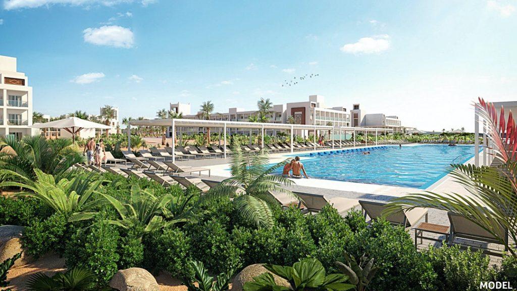 Hotel RIU Palace Santa Maria Sal ligbedden zwembad