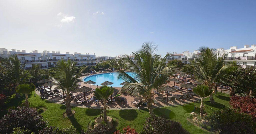 Hotel Sol Dunas Sal ligbedden zwembad