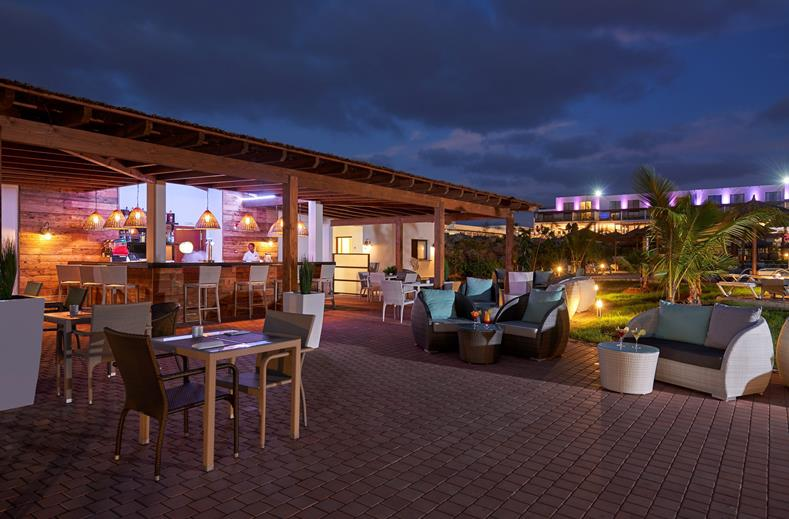 Hotel TUI BLUE Cabo Verde Sal bar avond
