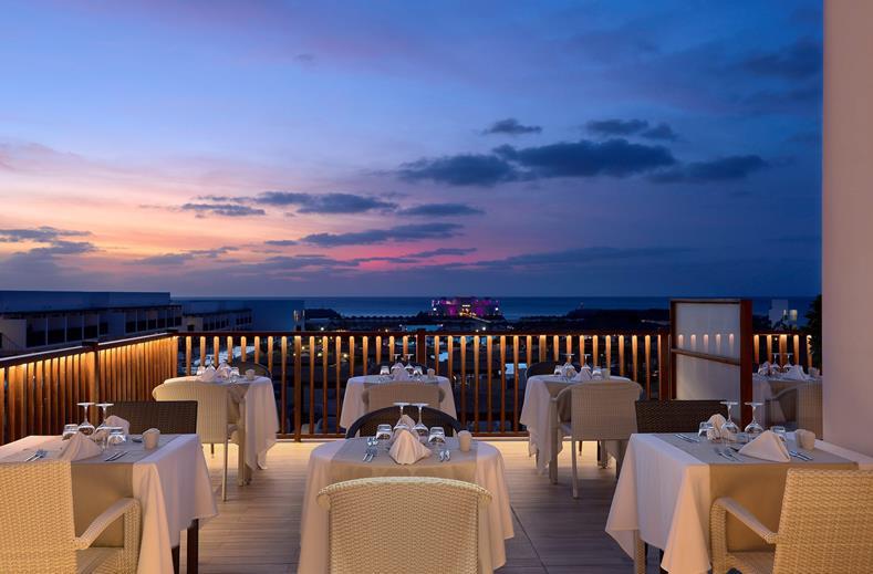 Hotel TUI BLUE Cabo Verde Sal diner bij nacht