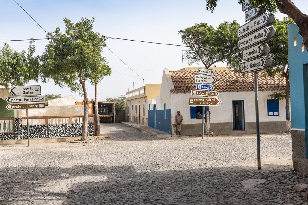 Een kruispunt op het eiland Boa Vista