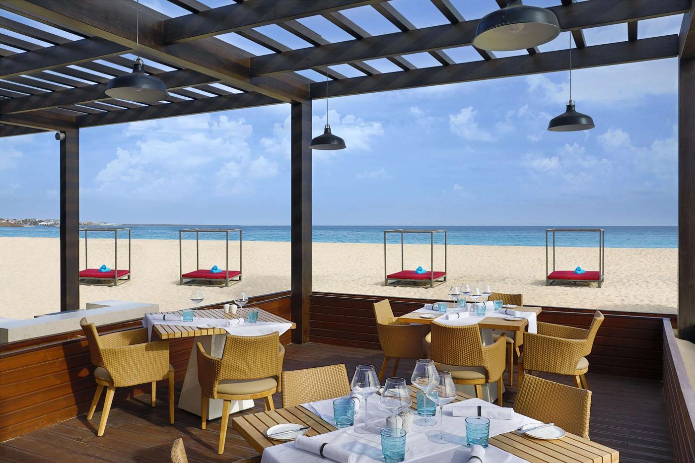 Hotel Hilton Cabo Verder Sal resort, Kaapverdië Santa Maria, beach restaurant strand