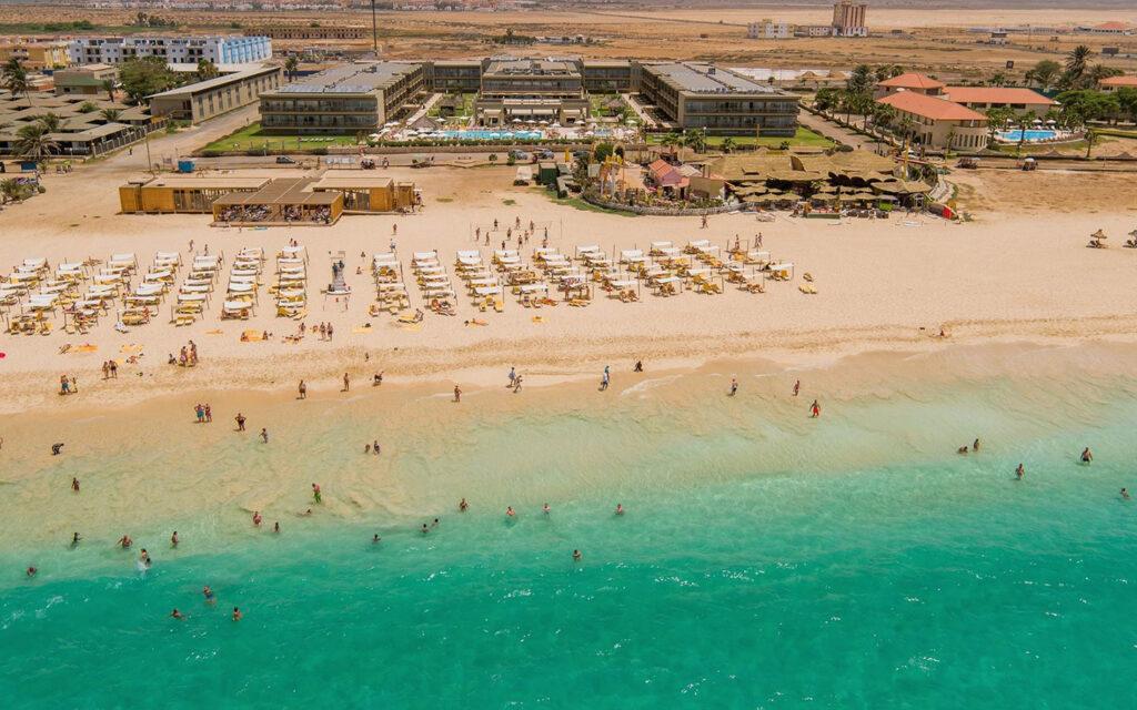 Hotel resort Oasis Salinas Sea, Sal Kaapverdië overzicht strand en zee