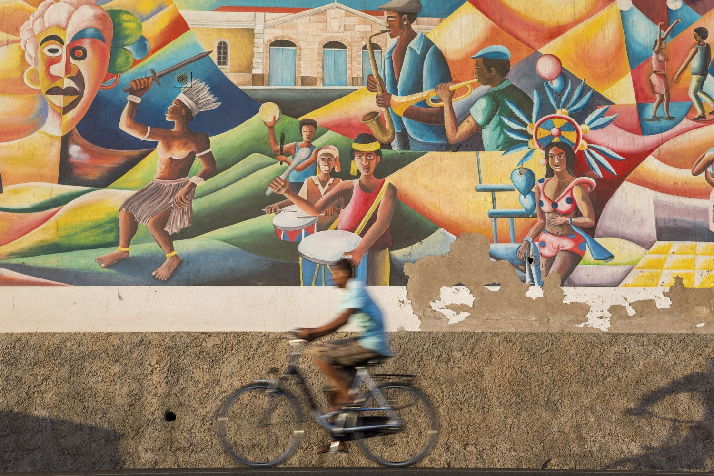 Kaapverdië, Sao Vicente, Mindelo streetart, straat, fietser