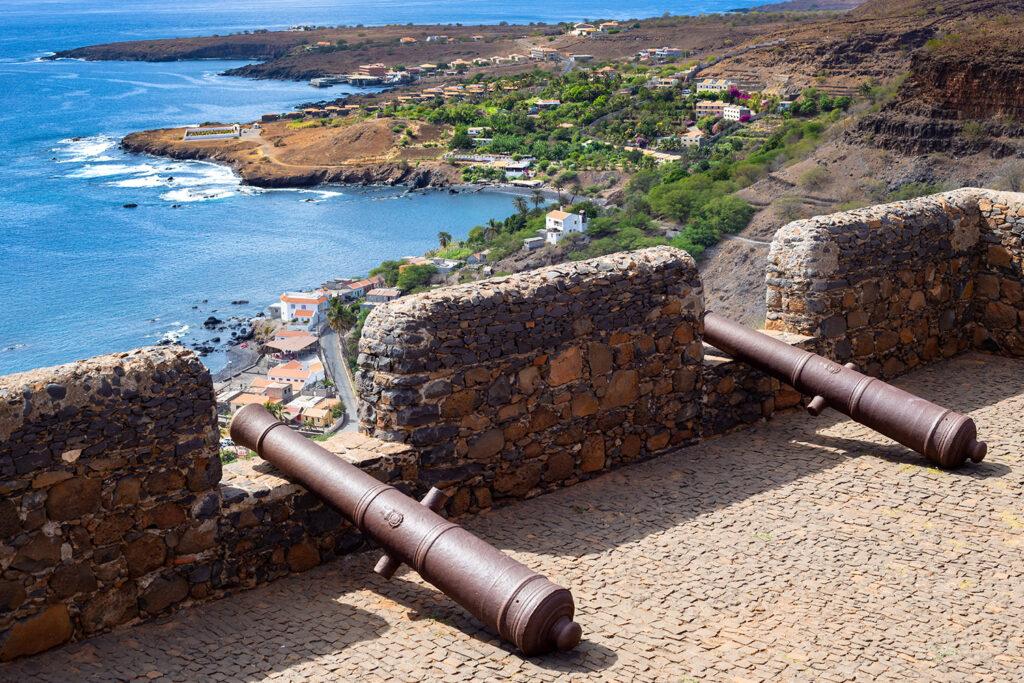 Kanonnen op de oude stadsmuur, Cidade Velha, Santiago, Kaapverdië