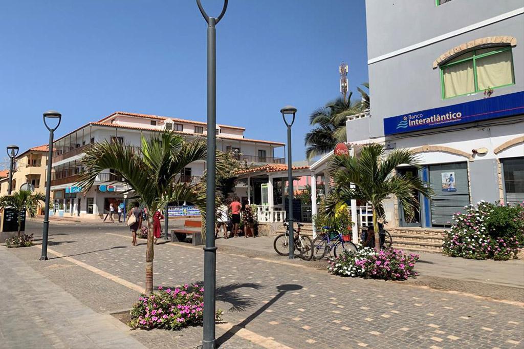 Sal Kaapverdië Hotel Nha Terra straatzijde