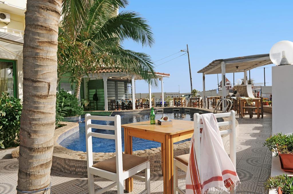Sal Kaapverdië Hotel Nha Terra terras bij het zwembad