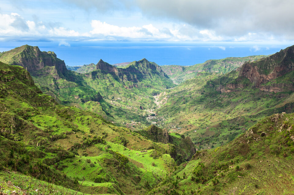 Een groen vallei op het eiland Santiago, Kaapverdië