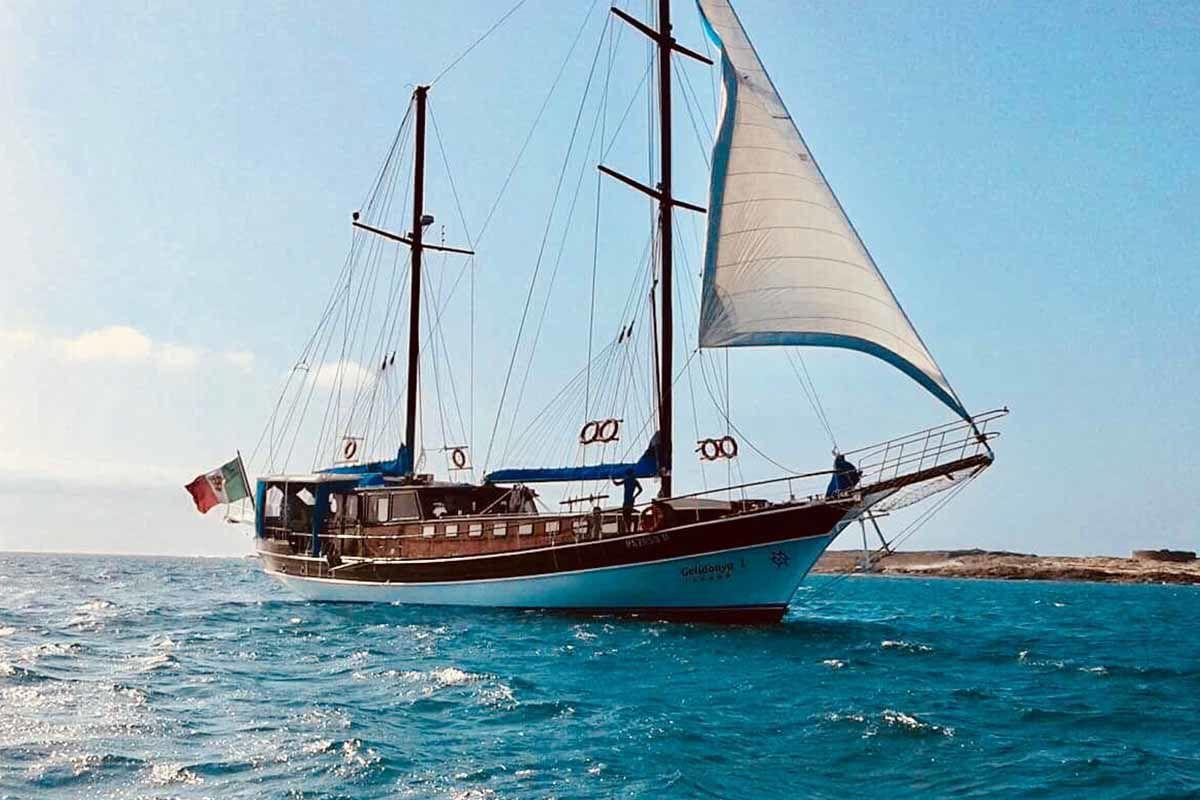 Vaar mee met een zeilschip tijdens een excursie op Boa Vista in Kaapverdië